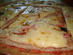 Pizza facuta de mine este delicioasa si hranitoare si intotdeauna este nevoie sa fac cate 2 tavi mari de aragaz, si asta pentru ca se poate ... Hawaiian Pizza, Ketchup, Chicken, Food, Essen, Meals, Yemek, Eten, Cubs