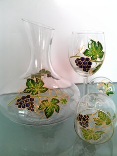 Wine carafe Wine decanter Decanter Glass by PaintedglassbySveti Glass Painting Patterns, Glass Painting Designs, Glass Bottle Crafts, Bottle Art, Wine Christmas Gifts, Verre Design, Stained Glass Paint, Hand Painted Wine Glasses, Bottle Painting