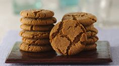 Gingersnaps. After baking, these spicy cookies have a crackly and sugary top. Serve them with ice cream, fresh fruit, sorbet or coffee.