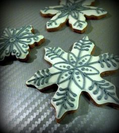 White snowfalke cookies with silver ornaments