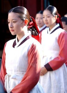 """Dae Jang Geum(Hangul:대장금;hanja:大長今;RR:Dae Jang-geum;MR:Tae Chang-gǔm; literally """"The Great Jang-geum""""), also known asJewel in the Palace, is a 2003 Korean television series.StarringLee Young-aein the title role, it tells the tale of an orphaned kitchen cook who went on to become the king's first female physician. 수라간 라이벌 최금영 ( 홍리나)"""