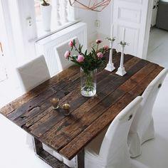 Table en plancher de wagon pieds carrés, réalisée sur-mesure par nos artisans. #bois #table #wood #craftsman
