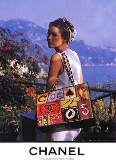 Shootingitaly.it / Francesca Sottilaro Lago di Como Claudia Schiffer CHANEL boutique p/e 1993