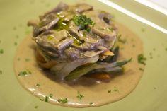 Este panaché de verduras con salsa de setas hará las delicias de los amantes de las verduras y platos vegetarianos. www.restauranteespadana.es