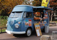 ワーゲンバスの移動販売車。 Car Volkswagen, Vw T, Vw Camper, Car Food, Vw Vintage, Old Classic Cars, Vw Beetles, Old Cars, Catering