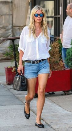 Nicky Hilton Photos Photos - Newlywed socialite Nicky Hilton steps out on August…