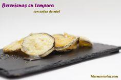 Crujientes berenjenas en tempura con salsa de miel