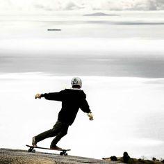Backside slide nas nuvens.  Allen Alvarez looks far too casual.  Backside above the clouds of Malibu. Photo Credits: @jacoblambertphoto  #mylongbrothers #downhill  #downhillskateboarding  #skatedownhill #downhillspeed #longboard #longboarding #skate #skateboarding #skatefast #speed #skatesafe #gopro #freeride #sliding #usesempreumcapacete #alwayswearahelmet