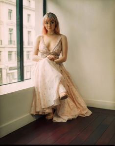 maisie williams in a custom coach dress for the game of thrones season 8 premiere in belfast, photographed by dean martindale Maisie Williams Sophie Turner, Maisie Williams Dress, Star Wars, Arya Stark, Beautiful Actresses, Celebrity Crush, Celebrity Women, Actors & Actresses, Beautiful People