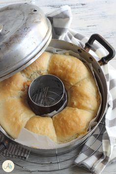 Danubio Salato al Farro cotto nel Fornetto | Aryblue Crumpets, Food Test, Cinnamon Rolls, Ricotta, Scones, Cornbread, Camembert Cheese, Donuts, Buffet