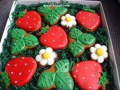 Расписные пряники. Пряники Клубника. Cookies decorated.