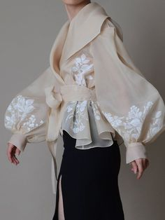 Hand painted organza jacket Silk organza blouse Elegant image 1 – блузка… - Everything About Painting Looks Cool, Looks Style, Look Fashion, Fashion Details, Unique Fashion, Latest Fashion, Pet Fashion, Classy Fashion, Young Fashion