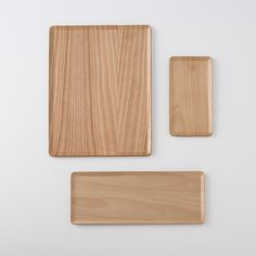 Available in three versatile sizes, these blonde birch trays are great multi-use pieces. Use for serving, organizing or even chopping juicy foods – the raised edges will keep all that runny liquid contained. Or, simply use for tabletop decor. Hand wash only.