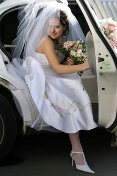 Portrait of a bride getting out of her wedding limo
