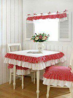 Toalha de mesa com babados