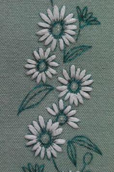 -꽃자수 헤어밴드 만들기- 보통 꽃자수,야생화자수하면 무명에 다포, 티매트 등등 그대로 멋스러움이 있기...