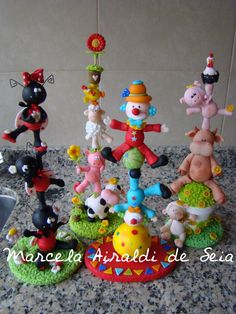 Risultati immagini per biscuit porcelana fria Polymer Clay Figures, Polymer Clay Crafts, Clay Ornaments, Christmas Ornaments, Cake Decorating With Fondant, Clay Figurine, Circus Party, Clay Animals, Pasta Flexible
