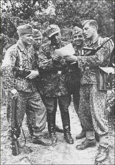 Vietnam: Battle of Bong Son Ww2 Pictures, Ww2 Photos, Historical Pictures, Photographs, Ww2 Uniforms, German Uniforms, German Soldiers Ww2, German Army, Germany Ww2