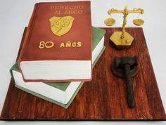 Torta libros abogado