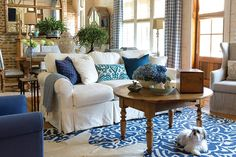 Blue and white runs in my veins! I wanted to share with you a story that makes me smile by just looking at the photos of this blue and white home.