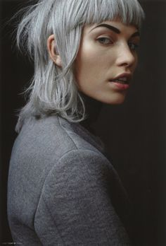 Siwe włosy, trend od wielu sezonów. Jesteście za? #hair #haircolor #hairstyle