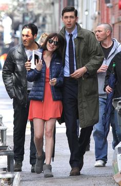 #DakotaJohnson on set of #HowToBeSingle