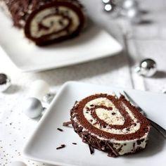 Bûche de Noël chocolat-mascarpone Christmas Food Photography, Mascarpone Creme, Cake Roll Recipes, Mousse, Cupcake Frosting, Cupcakes, Mini Cheesecakes, Christmas Desserts, Sweet Recipes