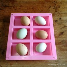 Here's the BEST way to freeze eggs for long term storage - they stack easily in the freezer and thaw wonderfully for using later! Cooking Games For Kids, Cooking Classes Nyc, Egg Hacks, Food Hacks, Food Tips, Food Shelf Life, Cooking Pumpkin, Cooking Kale, Cooking Salmon