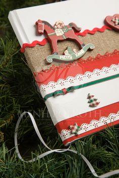 Μένη Ρογκότη - Χριστουγεννιάτικο βιβλίο ευχών βάπτισης με χειροποίητη διακόσμηση και ξύλινο αλογάκι
