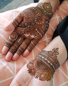 The mehndi ceremony is the most awaited and fun-filled rituals of an Indian wedding, it takes place . Can't get over the beauty of bridal Mehndi Designs for full hands? Dulhan Mehndi Designs, Mehandi Designs, Stylish Mehndi Designs, Mehndi Designs For Girls, Mehendi, Mehndi Design Pictures, Beautiful Henna Designs, Latest Mehndi Designs, Beautiful Mehndi