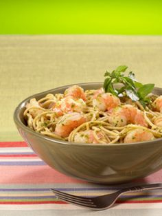 Linguine with Escarole and Shrimp - A healthy diet packed with fiber is key to regular digestion. Learn more about healthy eating, and try a digestion-friendly recipe. Medical Weight Loss, Weight Loss Diet Plan, Healthy Food To Lose Weight, Healthy Eating, Vinegar Weight Loss, Help Losing Weight, Lose Weight Naturally, Healthy Recipes, Entree Recipes