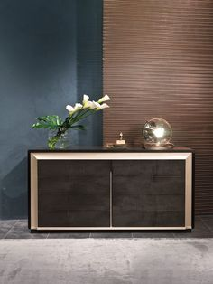Elegant chest of drawers with drawers and structure realized in dark Sycomoro fries wood embellished by a perimeter sculptural band in Pama. Luxurious Bedrooms, Chest Of Drawers, Relax, Contemporary, Cabinet, Living Room, Interior Design, Elegant, Luxury