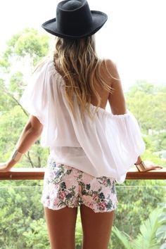 Coachella Music Festival Fashion Must-Haves: Floral Shorts Hippie Style, Mode Hippie, Hippie Chic, Looks Chic, Looks Style, Style Me, Festival Looks, Festival Style, Mode Lookbook