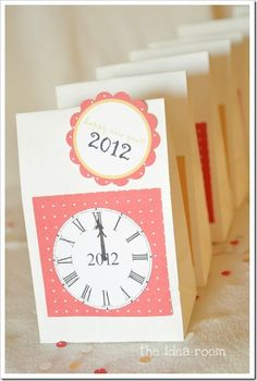 AND another clock idea...you would need to change the 2 to a 3 !!...;-)  New Years Eve Bag Printables
