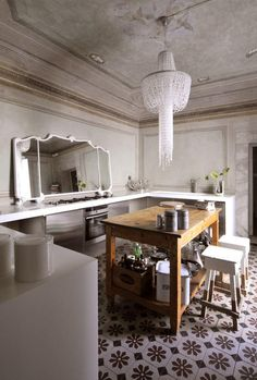 few of us will have that insanely high, moulded and trimmed ceiling, but the contrasts - opulent and rustic, traditional and modern, worn and glossy - translate.