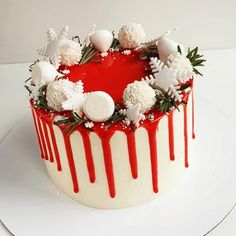 Another one Christmas cake of a decoration that is not hard to perform yet that is very attractive. Christmas Cake Designs, Christmas Cake Decorations, Holiday Cakes, Christmas Desserts, Fondant Cakes, Cupcake Cakes, 26 Birthday Cake, Winter Torte, Sunflower Cakes