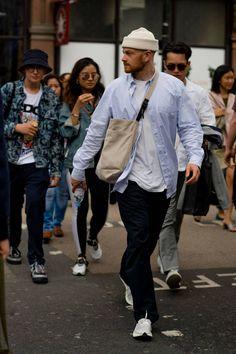 Men street styles 307018899595096790 - Best street style: London Fashion Week Men's Nike Street Style, Best Street Style, Winter Street Style Men, Men Street Styles, Street Style London, London Fashion Weeks, Men Looks, Sneakers Fashion, Sneakers Style
