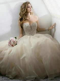 Gorgeous dress and look for a bride.