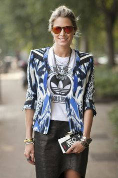 Street Style - Helena Bordon com jaqueta colorida no Fashion Week de Milão