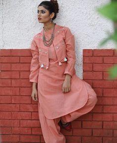 Pakistani Fashion Casual, Pakistani Dresses Casual, Pakistani Dress Design, Indian Dresses, Stylish Dresses, Simple Dresses, Casual Dresses, Fashion Dresses, Dress Neck Designs