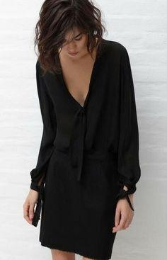 LBD #vestido #tubinho #decoteV #manga #laço #preto
