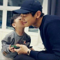 How adorable is this!!!❤ Minho and Sian