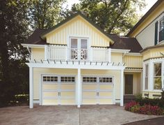 44 Best Small Cottage House Exterior 43 with Garage Carriage House Garage Doors, Modern Garage Doors, Overhead Garage Door, Garage House, Dream Garage, Garage Loft, Garage Studio, Car Garage, Small Cottage Homes