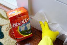 Amazing Ways To Use Dryer Sheets – Country Diaries Borax Cleaning, Household Cleaning Tips, House Cleaning Tips, Spring Cleaning, Cleaning Hacks, Cleaning Supplies, Bounce Sheets, Uses For Dryer Sheets, Apple Cider Vinegar Remedies
