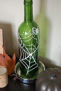 On the V Side: Simple Halloween Decor winebottleart Wine Bottle Art, Painted Wine Bottles, Hand Painted Wine Glasses, Lighted Wine Bottles, Wine Bottle Crafts, Bottle Lights, Halloween Items, Easy Halloween, Halloween Crafts