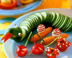 Rezept: Gurkenschlange und Paprikaschiffchen