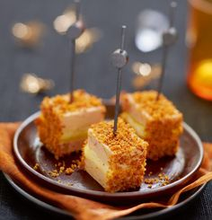 Lolly's van foie gras met appel en peperkoek - Powered by Canapes Recipes, Appetizer Recipes, Appetizers, Party Food And Drinks, Party Snacks, Tamarindo, Yummy Drinks, Yummy Food, Party Dishes