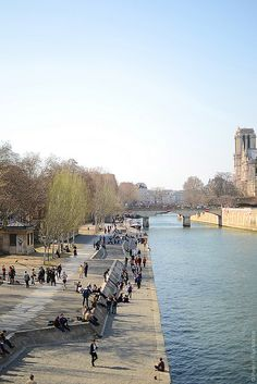 The Seine, Paris More news about Paris on Cityoki http://www.cityoki.com/en/cities/paris/ Plus d'infos sur Paris sur Cityoki ! http://www.cityoki.com/fr/villes/paris/