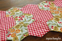 Inspired Honey Bee: sew: shapely new years resolution sewing honeycomb tablerunner DIY