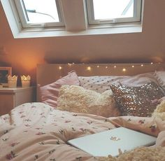 So pretty. I could hang out in this room for hours. Probably on tumblr.